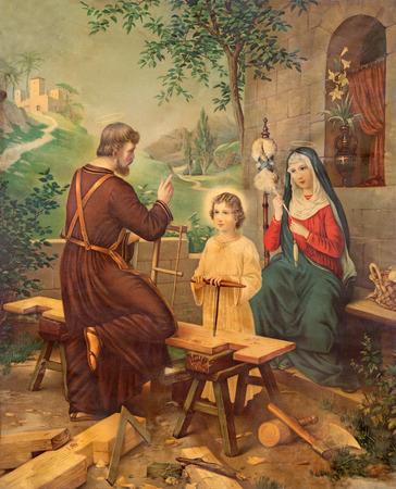 sacra famiglia: Sebechleby, SLOVACCHIA - 27 Luglio 2015: tipico cattolico immagine stampata della Sacra Famiglia a partire dalla fine del 19. sec. stampato in Germania originariamente da ignoto.
