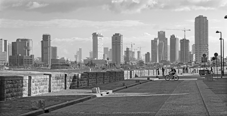 jafo: TEL AVIV, ISRAEL - MARCH 2, 2015: The waterfront under old Jaffa and Tel Aviv in morning. Editorial