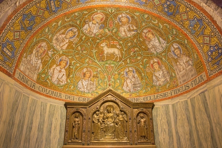 lamb of god: JERUSALEM, ISRAEL - MARCH 3, 2015: The mosaic of The Lamb of God among the saints in side apse of Dormition abbey by Benedictine Radbod Commandeur from the Benedictine Abbey of Maria Laach - 20. cent.