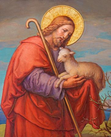WIEN, ÖSTERREICH - 17. Februar 2014: Fresco von Jesus als guten Hirten von Josef Kastner 1906-1911 im Karmeliterkirche in Döbling.