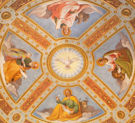 cappella: ROMA, ITALIA - MARZO 9, 2016: El Espíritu Santo y Cuatro fresco Evangelista en la cúpula por Casimirio de Rossi (1860) en cappella Feoli capilla en la iglesia basílica de Santa María del Popolo.