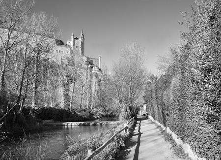 alcazar: Segovia - Alcazar castle over the Rio Eresma Editorial