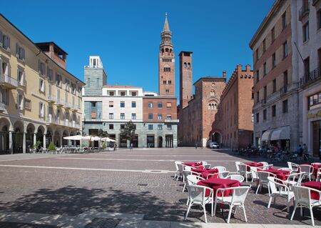 cavour: CREMONA, ITALY - MAY 24, 2016: The Piazza Cavour square. Editorial