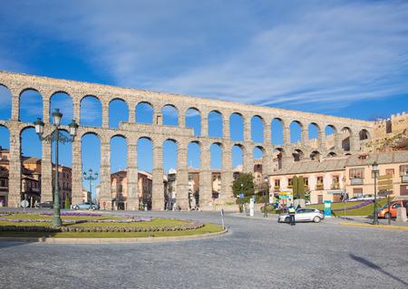 segovia: SEGOVIA, SPAIN, APRIL - 14, 2016: Aqueduct of Segovia and Plaza del Artilleria. Editorial