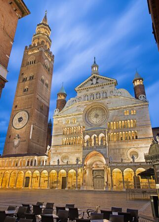 Cremona - The cathedral Assumption of the Blessed Virgin Mary dusk. Reklamní fotografie