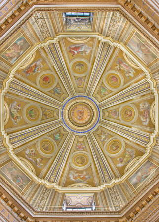 chiesa: ROME, ITALY - MARCH 11, 2016: The cupola in church Chiesa di Santa Maria di Loreto by Cesare Mariani (1826 - 1901). Editorial