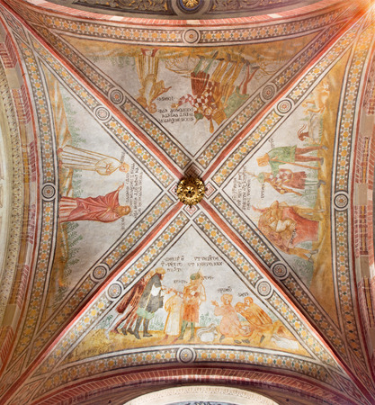 testament: CREMONA, ITALY - MAY 25, 2016: The gothic ceiling fresco in left transept of The Cathedral with the Old Testament scenes.