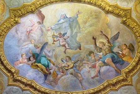 ROMA, ITALIA - 9 marzo 2016: L'affresco del soffitto della Apoteosi di S. Clara a cappella laterale della chiesa di Chiesa di San Silvestro in Capite da Luigi Garzi (1638-1721).