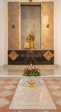BRESCIA, ITALY - MAY 22, 2016: The statue of memorial of Pope Paul VI from Bresicia (Giovani Battista Montini) in Duomo Nuovo by Lello Scorzelli (1984). Sajtókép