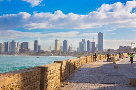 jafo: TEL AVIV, ISRAEL - MARCH 2, 2015: The promenade under old Jaffa and Tel Aviv in morning.