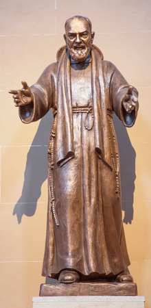 convento: SALAMANCA, SPAIN, APRIL - 17, 2016: The statue of Pater Pio in church Capilla de San Francesco by unknown artist of 20. cent.