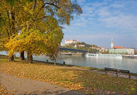 bratislava: Bratislava - BRATISLAVA, SLOVAKIA, OCTOBER - 27, 2016: The waterfront in autumn