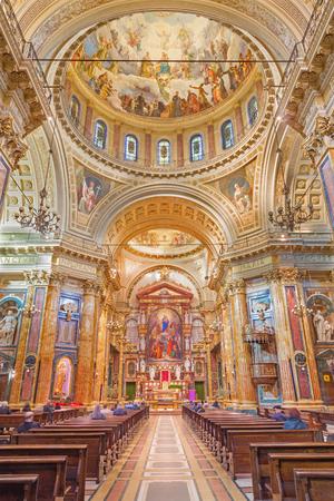 トリノ, イタリア - 2017 年 3 月 15 日: ネオ ・ バロック教会扶助者聖マリア大聖堂の身廊。