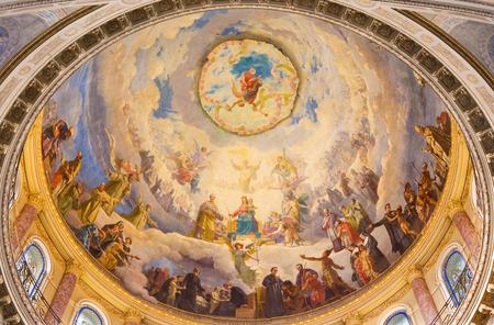 トリノ, イタリア - 2017 年 3 月 15 日: バシリカ ジュゼッペ ・ Rollini (1889-1891 年) による扶助者聖マリア教会のキューポラのフレスコ画のキリスト教徒
