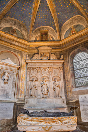 di: ROME, ITALY - MARCH 9, 2016: The marble altar of Costa chapel in church Basilica di Santa Maria del Popolo (St. Vincent, Katherine of Alexandria and Anthony of Padua) by Gian Cristoforo Romano (1505).