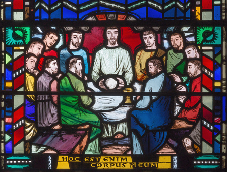 LONDON, GREAT BRITAIN - SEPTEMBER 16, 2017: The stained glass of Last Supper in church St Etheldreda by Charles Blakeman (1953 - 1953). 에디토리얼