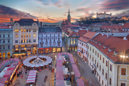 Bratislava - Christmas market on the Main square in evening dusk. Stockfoto