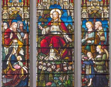 LONDON, GREAT BRITAIN - SEPTEMBER 14, 2017: The teaching of Jesus on the stained glass in the church St. Catharine Cree from 19. cent. Reklamní fotografie - 94278279