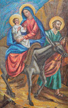 LONDON, GROSSBRITANNIEN - 17. SEPTEMBER 2017: Das Detail des Mosaiks des Fluges nach Ägypten in italienischer Kirche St. Peter von 20 cent.