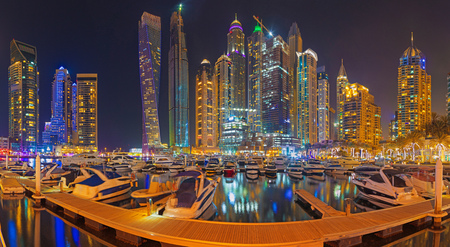 Dubai - The evening of Marina promenade.