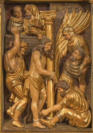 SARAGOSSE, ESPAGNE - 3 MARS 2018 : Le polychome sculpté relief renaissance de Flagelation de Jeus dans l'église Iglesia de San Miguel de los Navarros par Damian Forment (1519).
