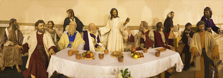 ZARAGOZA, SPAIN - MARCH 1, 2018:  The sculptural group of Last Supper in church Iglesia del Perpetuo Socorro by José Antonio Navarro Arteaga from 20. cent. Publikacyjne