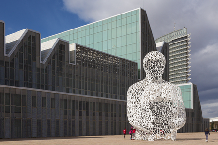 ZARAGOZA, SPAIN - MARCH 3, 2018: The modernsculpture Alma del Ebro sculpture (The Soul of the Ebro) in front of Congress palace - Palacio de Congresos by sculptor Jaume Plensa (2008). Editorial