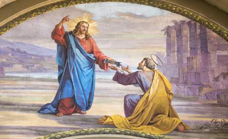 MODENA, ITALIEN - 14. APRIL 2018: Das Fresko Jesus übergibt die Schlüssel an Petrus in der Kirche Chiesa di San Pietro von Carlo Goldoni (1822-1874) und Ferdinando Man