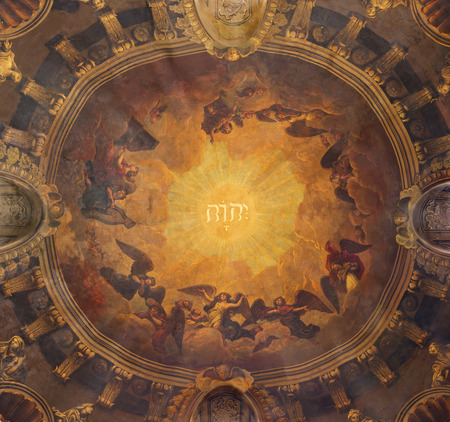 LONDON, GREAT BRITAIN - SEPTEMBER 14, 2017: The fresco in the cupola wiht name of God and choirs of angels in church St Clements, Eastcheap. 報道画像