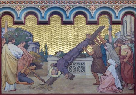 Prag, tschechische Republik - 17. OKTOBER 2018: Die Kreuzigung des hl. Paulus Freso in der Kirche Kostel Svatého Cyrila Metodeje von SG Rudl (1896).