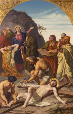 PRAGUE, RÉPUBLIQUE TCHÈQUE - 15 OCTOBRE 2018 : La peinture Jésus est cloué sur la croix (cross way station) dans l'église Bazilika svatého Petra a Pavla na VyÅ¡ehrade par FrantiÅ¡ek ÄŒermák (1822 - 1884).