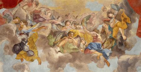 PRAGUE, RÉPUBLIQUE TCHÈQUE - 12 OCTOBRE 2018 : La fresque baroque des Anges avec les instruments de musique dans l'église kostel Svateho Tomase par Vaclav Vavrinec Rainer (1689 - 1743).