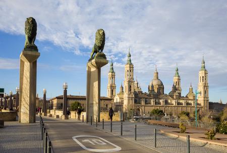 Zaragoza - The the bridge Puente de Piedra and Basilica del Pilar in the morning light.