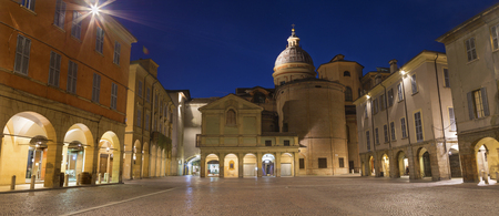 Reggio Emilia - The square Piazza San Prospero at dusk. Imagens