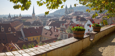 Prague - The outlook from the gardens under the Castle to Mala Strana, St. Nicholas, and St. Thomas church. Imagens