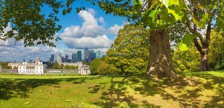 London - The the Canary Wharf from Greenwich park. Banco de Imagens