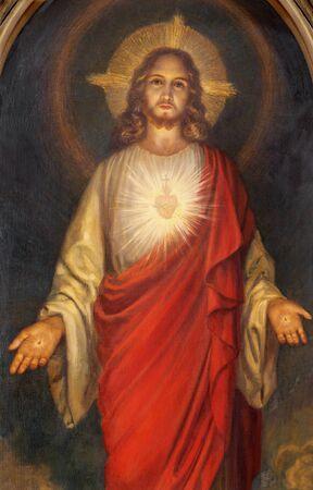 BELAGGIO, Italia - 10 de mayo de 2015: La pintura del corazón de Jesús en la iglesia Chiesa di San Giacomo desde finales del 19. ciento.