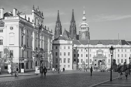 PRAGUE, CZECH REPUBLIC - OCTOBER 12, 2018: The Hradcanske square, Castle and St. Vitus cathedral in evening ligit. 新聞圖片