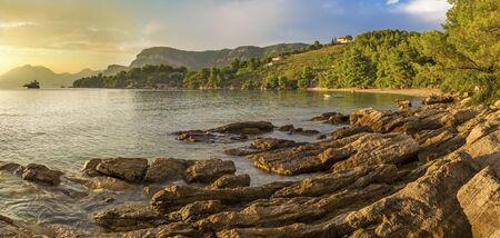 Croatia - The coast of Peliesac peninsula near Zuliana village in suset light. Stockfoto - 150297242
