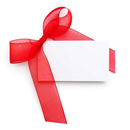 흰색 배경에 빈 카드와 함께 빨간색 선물 리본 스톡 콘텐츠