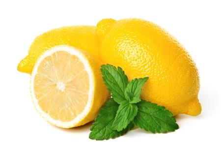 레몬과 흰색 배경에 고립 된 민트