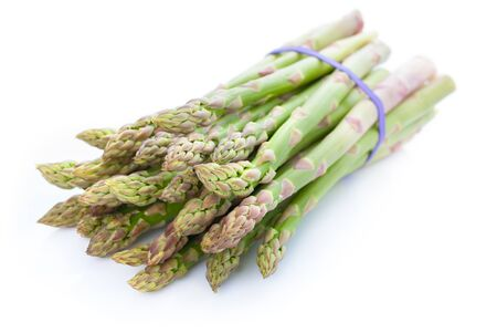 Bunch of fresh green asparagus isolated on white background Standard-Bild