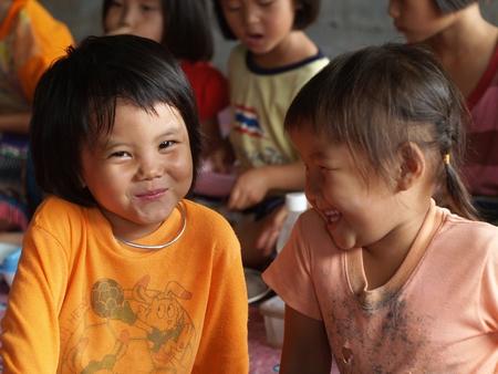 bambini poveri: Chiang Mai, Thailandia - 12 giugno bambini poveri in campagna il 12 giugno 2009 a Chiang Mai, Thailandia