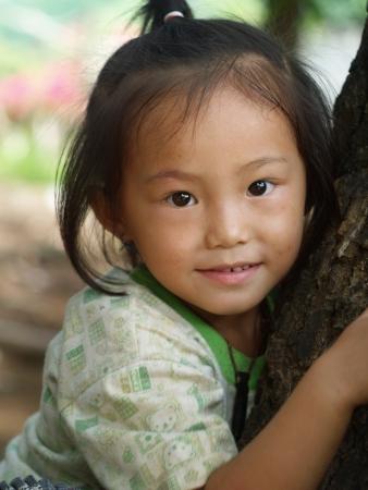 bambini poveri: Chiang Mai, Thailandia - 16 luglio bambini poveri in campagna il 16 luglio 2010 a Chiang Mai, Thailandia