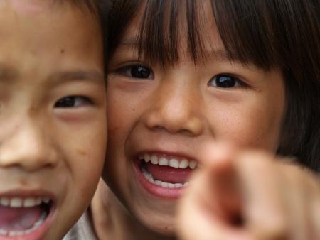 bambini poveri: CHIANG MAI, Thailandia - 21 novembre I bambini poveri in campagna il 21 novembre 2008 a Chiang Mai, Thailandia Editoriali