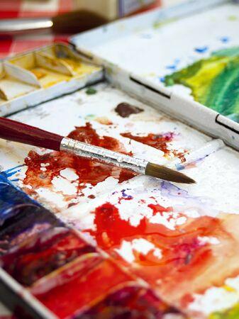 artistas: Colorido y artistas utiliza la acuarela paleta de caja de pinturas