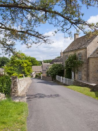 cotswold: Picturesque street scene in Duntisbourne Abbotts, an idyllic Cotswold village, Gloucestershire, UK