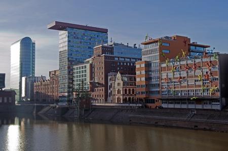 windowpanes: Medienhafen Duesseldorf - Speditionsstrasse und Handelshafen