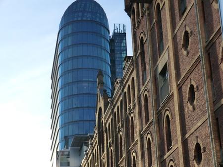 windowpanes: Medienhafen Duesseldorf  Fassade der alten Maelzerei