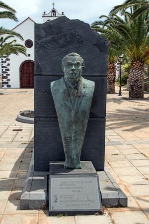 sante: Monument on the square in Santo Domingo de Garafia in the north of La Palma